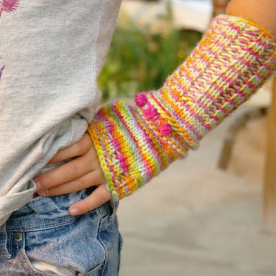 Free knitting pattern -- fingerless mitts for kids