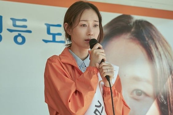 """Lee Yoo Young Is Nervous But Determined On The Campaign Trail In """"The Lies Within"""""""