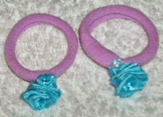 Μωβ κοκαλάκια με γαλάζια τριαντάφυλλα ...