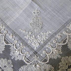 Maria Niforos - Fine Antique Lace, Linens & Textiles : Antique Lace:
