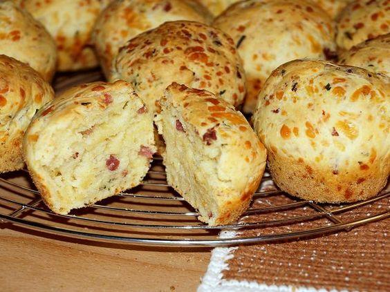 Tassenkuchen - Bäckerei: Käse-Muffins mit Schinken und Rosmarin