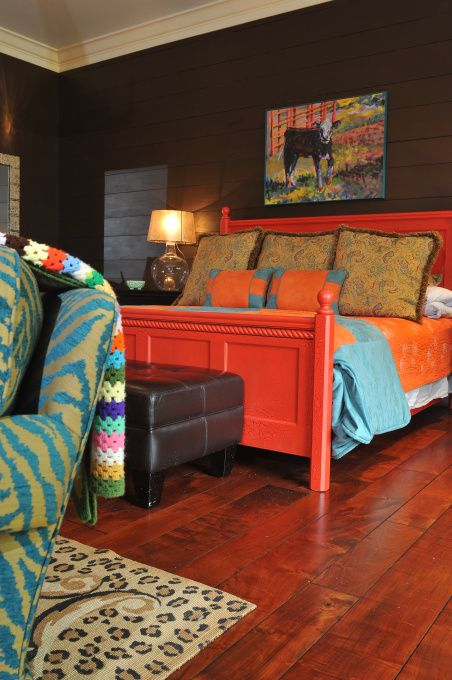 That orange begs for some dramatic black and white t 20 for Dramatic beds