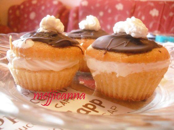 Muffins de banana cubiertos de chocolate Ver receta: http://www.mis-recetas.org/recetas/show/12704-muffins-de-banana-cubiertos-de-chocolate