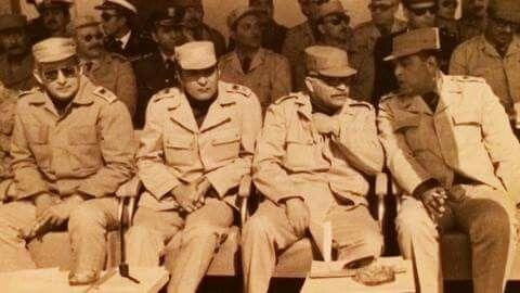 من اليسار لواء اح صفي الدين ابوشناف مدير المخابرات الحربية لواء