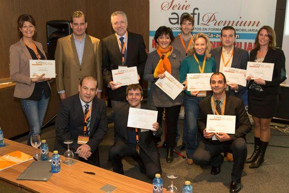 2012 Foto Grupo de Alumnos que superaron la Titulación de CMR Consultor en el Mercado Residencial para Alejandro Pérez Irus Conferencias Inmobiliarias Grupo Alumnos Inmobiliarios