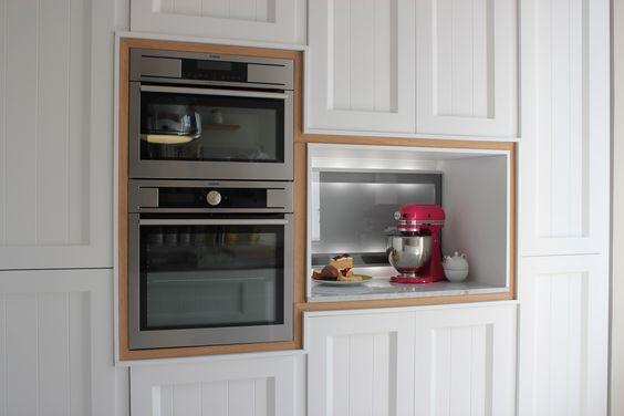 En #CasaDecor de la mano de #Línea3Cocinas. #Horno #microondas compacto y horno de 60 cm de #AEG en el espacio de Línea 3 cocinas. #unpasopordelante #futurodelacocina #diseño #decoración #tecnología