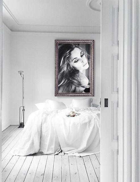 Slaapkamer met witte houten vloer
