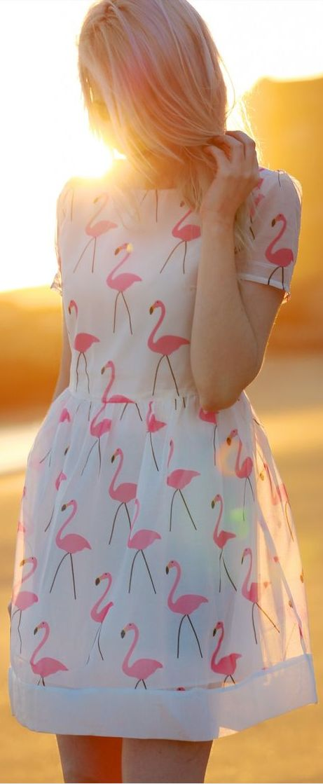 Cute, Feminine (and slightly retro-inspired) Flamingo Dress, perfect for spring or summer :-)