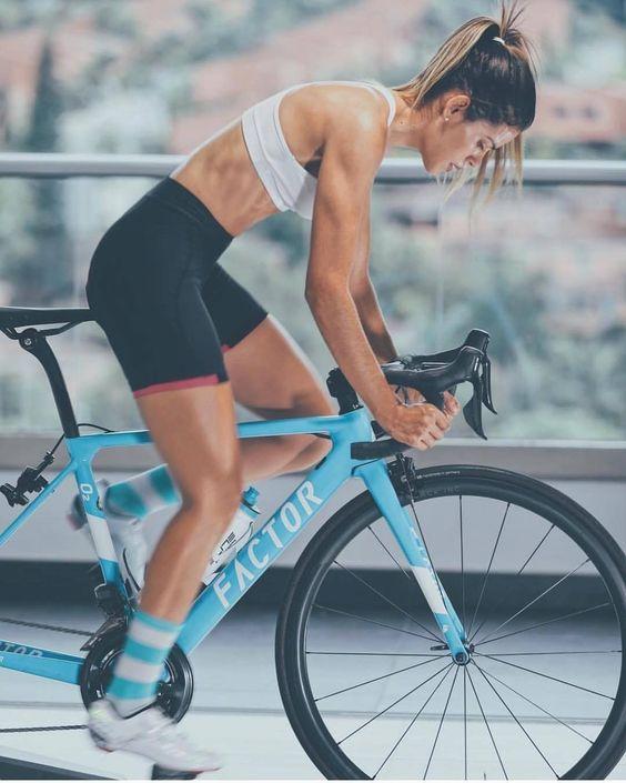 - Rennräder in 2020 | Radfahren mädchen, Mädchen auf