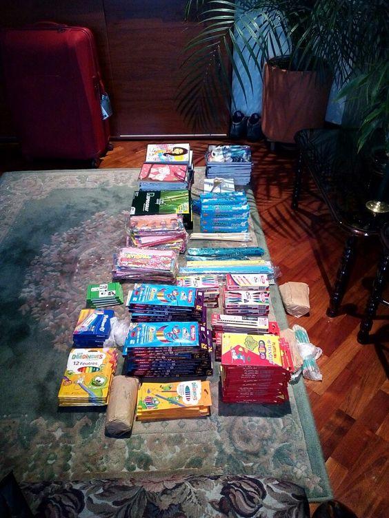 Première partie des fournitures scolaires pour les écoles wayuu à la Guajira