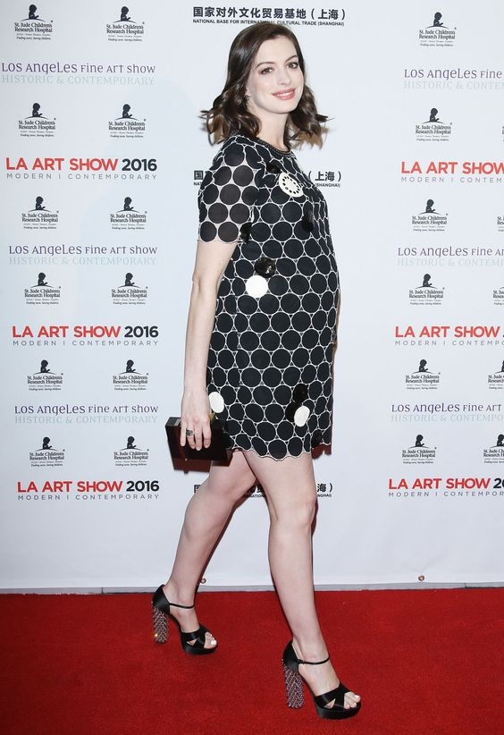 Anne Hathaway Nailed Her First Pregnant Red Carpet Appearance  - <a href=&quot;http://ELLE.com&quot; rel=&quot;nofollow&quot; target=&quot;_blank&quot;>ELLE.com</a>: