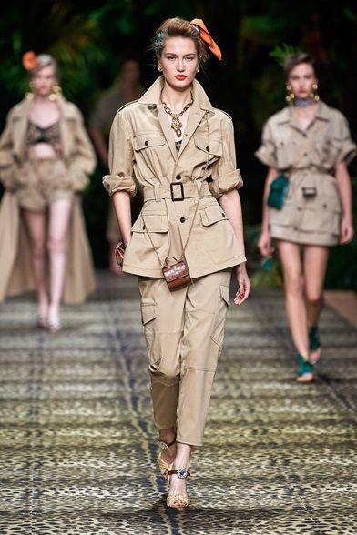 Guarda la sfilata di moda Dolce & Gabbana a Milano e scopri la collezione di abiti e accessori per la stagione Collezioni Primavera Estate 2020.