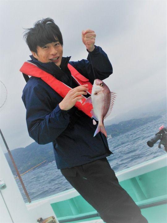 魚を釣る田中圭