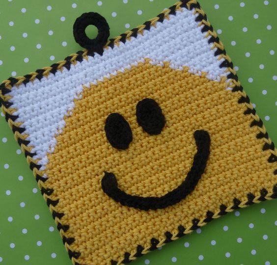 Smile! Potholder - Free Pattern. Potholder? This Smiley is purse bound! ¯\_(ツ)_/¯