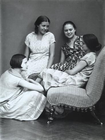 Photographic Print: Wanda and Marion Wulz with Two Friends Poster by Carlo Wulz : 24x18in