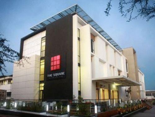 The square boutique hotel architecture pinterest the for Motel exterior design