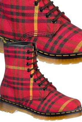 dr martens tyree boot great deals now on the tartan doc. Black Bedroom Furniture Sets. Home Design Ideas