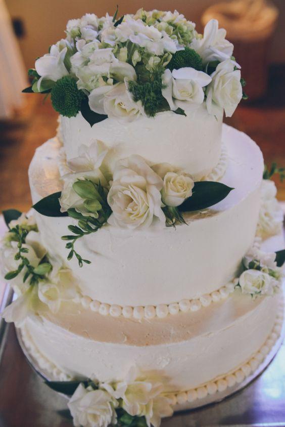 Wedding cake idea; Featured Photographer: Whitney Krutzfeldt Photography