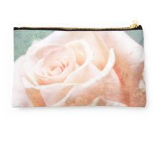 Studio Pouch Sweet Dreams for rose lovers.