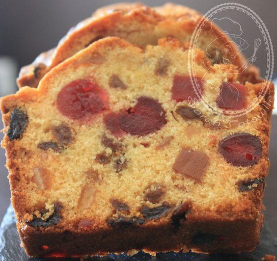 CAKE AUX FRUITS CONFITS (200 g de beurre, 300 g de farine, 4 petits oeufs, 1/2 sachet de levure, 150 g de cassonade, 200 g de raisins secs, 25 cl de rhum, 150 g de cerise confites, 150 g de mélange de fruits confits)