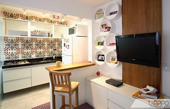 Um dos projetos feitos pelo escritório para apartamentos pequenos...ambiente jovem, despojado e muito prático.