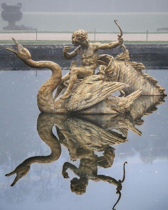 """Château de Versailles on Instagram: """"Brume matinale sur le bassin du Dragon // Morning mist on the Dragon fountain. #chateaudeversailles #chateauversailles #versaillesgardens…"""""""