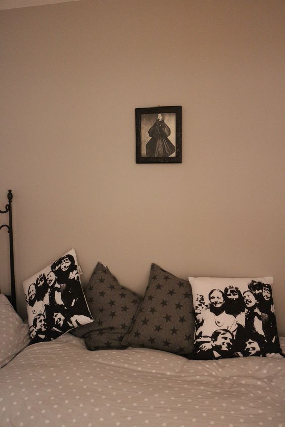 Vintage vogue framed image and cushions by Cugo Gran