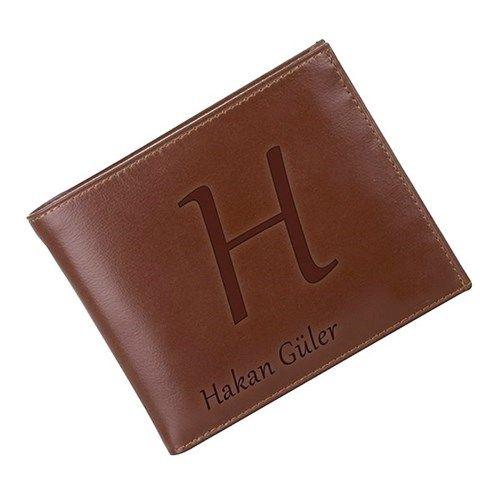 Erkek adam cüzdanından belli olur Kişiye özel isim Yazılı Deri Cüzdan ile isminize özel kendi cüzdanınıza sahip olabilir, isterseniz de sevdiklerinize hediye edebilirsiniz. Kişiye özel isim Yazılı Deri Cüzdan ile hem tarzınızı hem de isminizi ortaya koyun. http://www.buldumbuldum.com/hediye/kisiye_ozel_isim_yazili_deri_cuzdan/