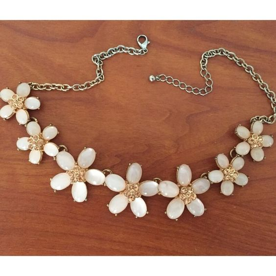 Charming Charlie's Flower Necklace Statement Perfect statement necklace to pair with your outfits Charming Charlie Jewelry Necklaces