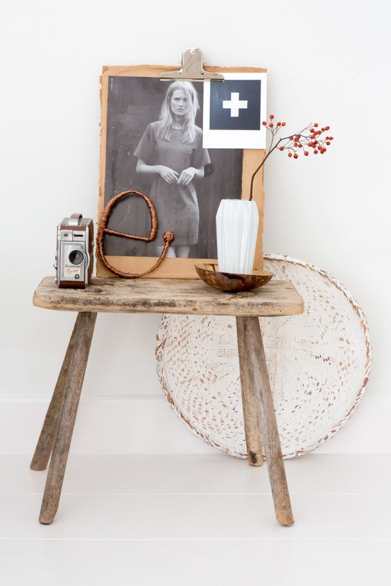 Wooden stool with decorations - white interior:
