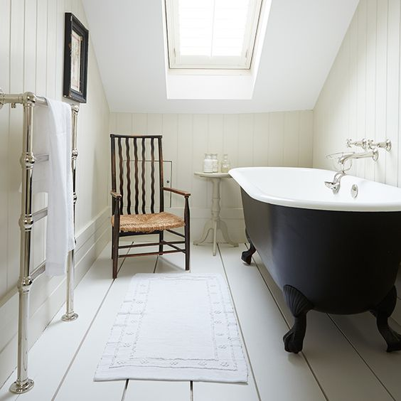 Roll top bath beautiful airy london townhouse the for Townhouse bathroom ideas