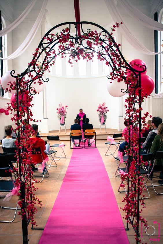 Een roze (of witte of rode) loper, geeft sfeer aan de #ceremonie
