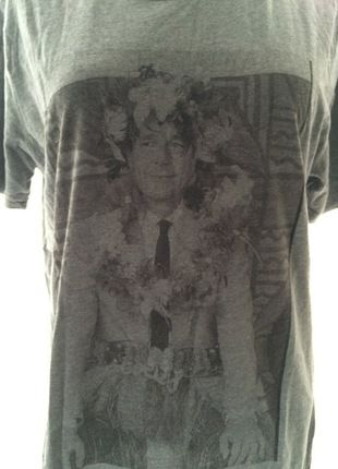 À vendre sur #vintedfrance ! http://www.vinted.fr/mode-hommes/t-shirts/23635004-tshirt-gris-jacques-chirac-faux