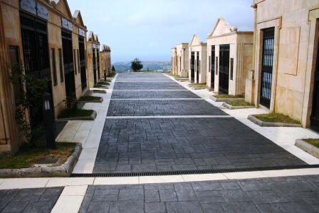 Calles De Cementerio Hechas Con Pavimento De Hormig N