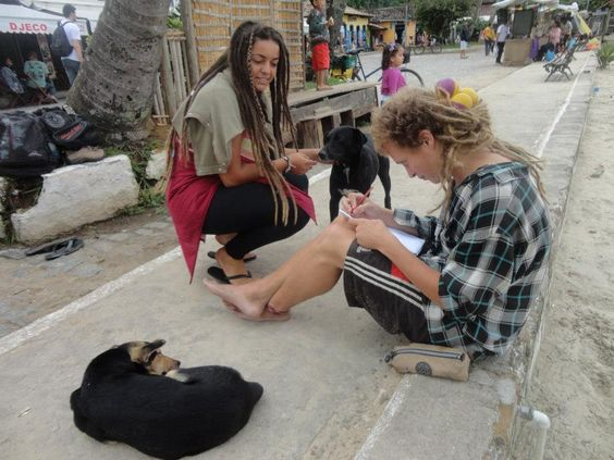 Interventos, eventos e súas-praças! Tin Conti e Bruna Rizzotto. Vila do Abraão - Ilha Grande - RJ. 2012.