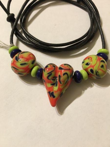 Glasperlen Halskette.Glasherz auf einem Lederband in Rheinland-Pfalz - Neustadt (Wied) | eBay Kleinanzeigen
