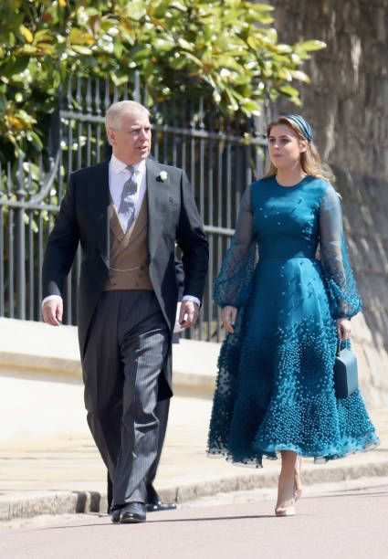 Britain S Prince Andrew Duke Of York And His Daughter Britain S Princess Beatrice Of York Arrive For T Britische Konigsfamilie Konigliche Familie Prinz Harry