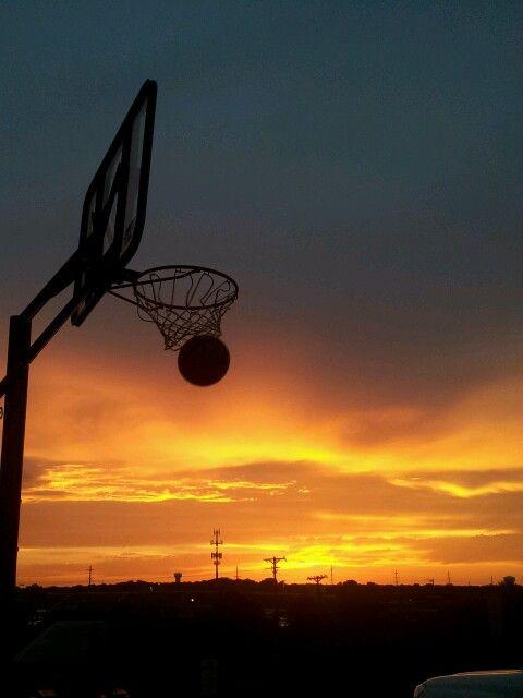 夕日とバスケ