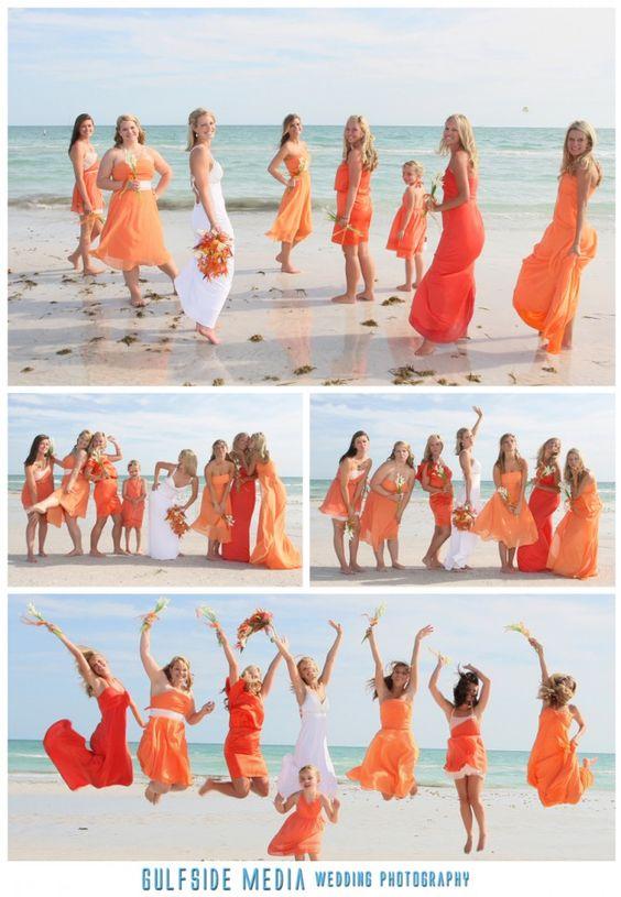Braut mit Brautjungfern am Strand