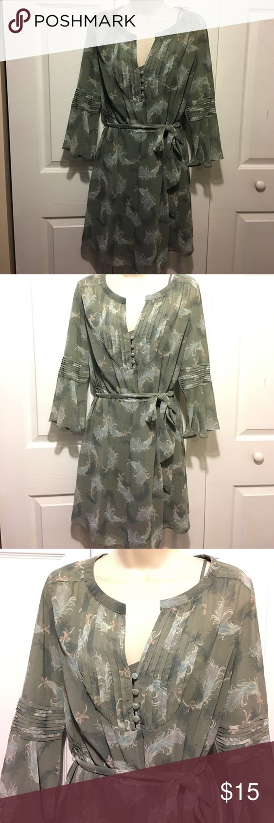 Gray Floral Dress 100% polyester. Dress has a liner with adjustable straps.  Excellent condition. No marks or tears. LC Lauren Conrad Dresses Midi