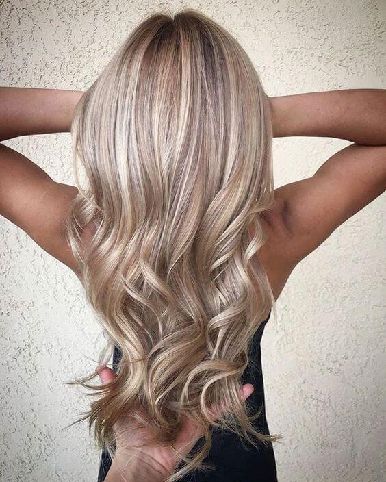 Blonde Strahnen Vorne In 2020 Haarfarben Haarschnitt Ideen Haarfarbe Blond