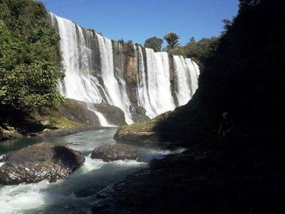 http://viagensturismoeaventura.blogspot.com.br/2013/09/cachoeira-do-rio-claro.html
