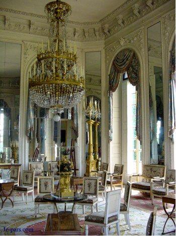 Marie antoinette versailles and palaces on pinterest for Salon de versailles 2016