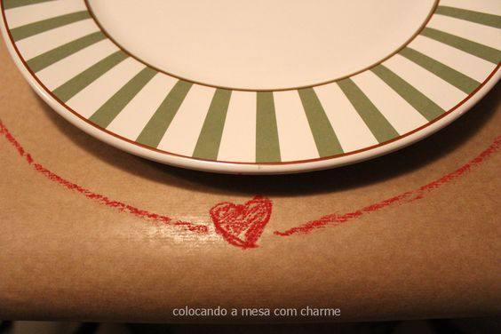 Mesa despojada com papel kraft | Cool table setting using brown paper