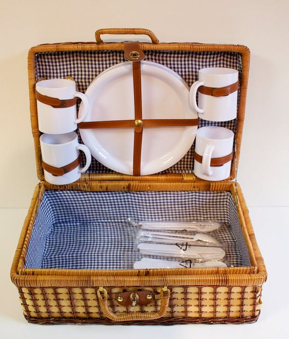 I must have this for dreamy picnic days!