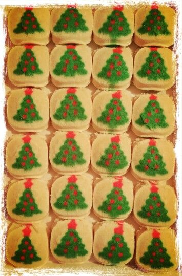 Oh #Christmas Tree, Oh #ChristmasTree:)   Yes, I'm still #Baking up #ChristmasCookies!:) haha:)  #MerryChristmas Everyone!:)   What's your Favorite #Cookie?!:)   Pic: #JamminJo 2015