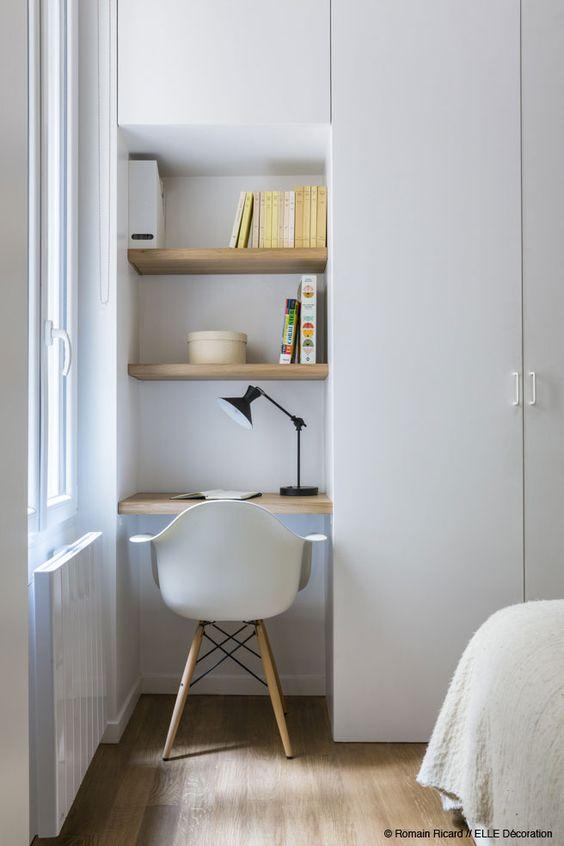 #desk #office #bureau Un mini espace bureau optimisé, comme un hôtel APPARTEMENT 17 EME BY STUDIO MARGAUX BEJA ARCHITECTURE INTERIEURE