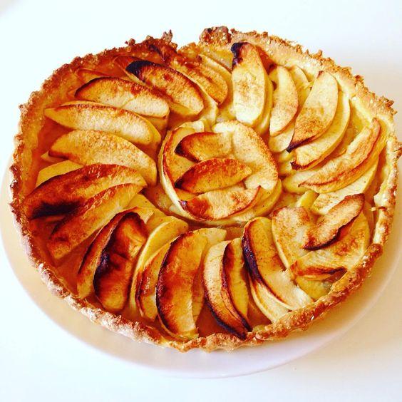 Tarte aux pommes sans beurre et sans sucre ajoutée: maxi plaisir mini culpabilité j'ai piqué la recette à @takethepower_july dont j'adore le blog je m'en inspire beaucoup! J'ai fait quelques modifications et je ne suis pas déçue du résultat. #apple #pomme #tarte #pie #applepie #tarteauxpommes #fatfree #sugarfree #healthyfood #eatclean #eathealthy #maigrir #plaisir #gourmandise #patisserie #pastry #homemade #healthy #sain #diet #reequilibragealimentaire #cannelle #cinnamon #fitness #nutrition…