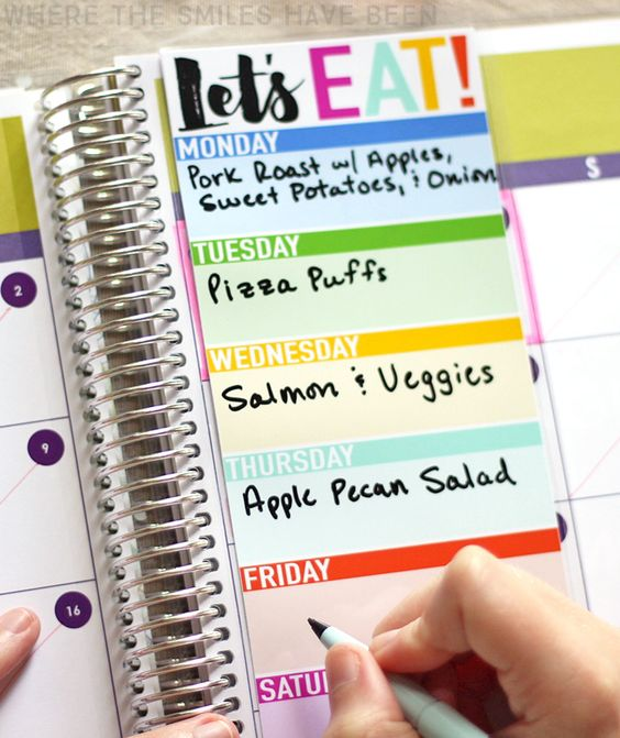 What a simple (and cute) way to stay organized and plan out your weekly menu!  DIY Erin Condren Snap-In Meal Planner/To-Do List & FREE Printable! | Where The Smiles Have Been