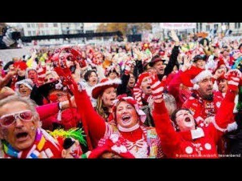 أجمل حفل تنكري في الشارع هدايا وحلوى للأطفال في مهرجان ألمانيا السنوي Festival Deutschland Youtube Festival Youtube Ronald Mcdonald